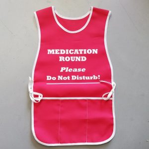 Medication round apron in red